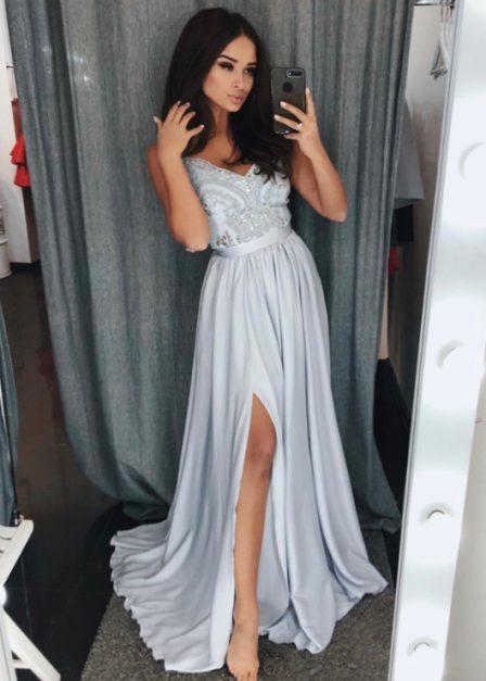 Długa sukienka z koronkową górą bez rękawów z rozkoporkiem Elena szara