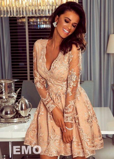 Koronkowa sukienka Iness z rękawem i rozkloszowanym dołem złota