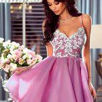 Koronkowa sukienka Loretta z odkrytymi plecami na cienkich ramiączkach