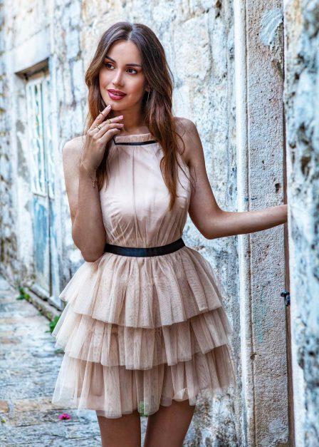 Krótka sukienka z falbanami