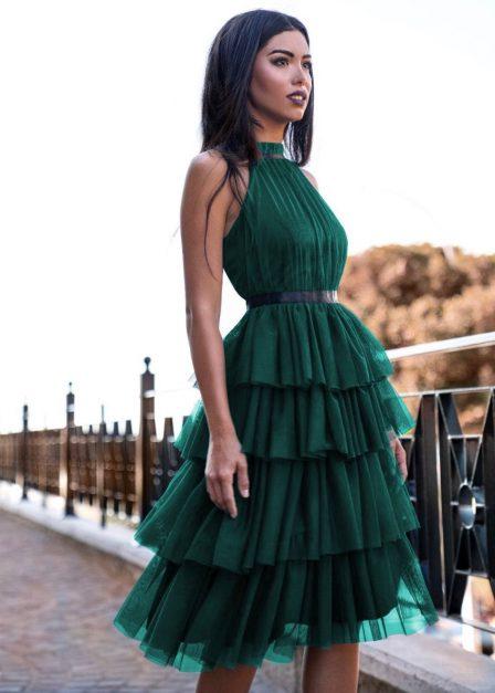 Tiulowa sukienka Zoya z falbanami wiązana za szyją zielona