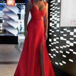 Długa sukienka Melani z koronkową górą z dekoltem