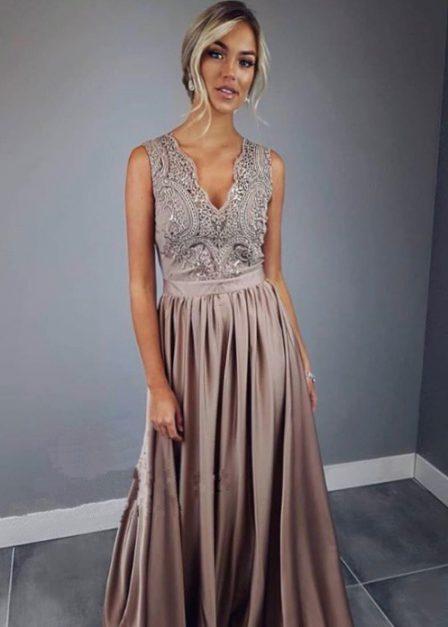 Długa sukienka z koronkową górą bez rękawów z rozkoporkiem Elena cappuccino