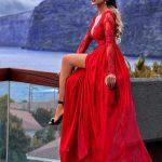 długa sukienka czerwona z koronkową górą wycięcie na udzie adel