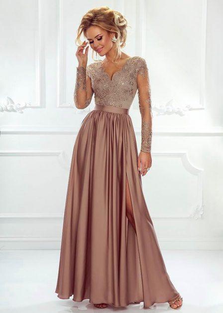 długa sukienka z koronkowymi rękawami i dekoltem luna cappuccino