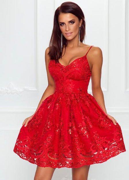 Koronkowa sukienka Laura z odkrytymi plecami na cienkich ramiączkach