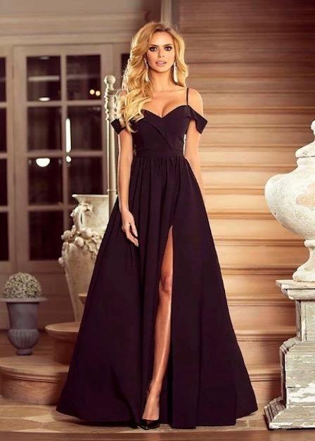 długa sukienka na ramiączkach z rozcięciem na udzie