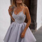 szara krótka sukienka loretta na ramiączkach z odkrytymi ramionami