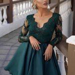 krótka sukienka z rozkloszowanym dołem i koronkową górą zielona
